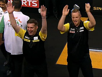 Max Hopp und Jyhan Artut - World Cup of Darts 2015
