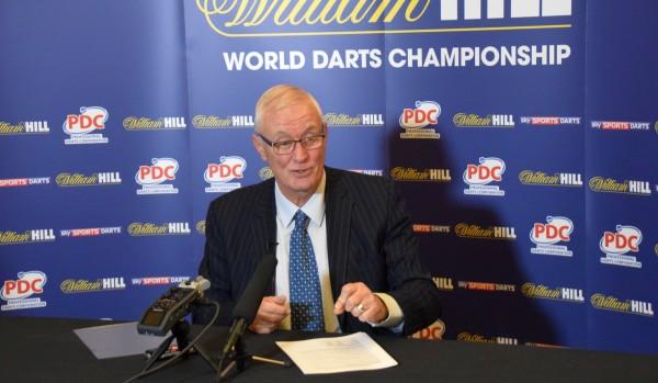 Barry Hearn bei der Pressekonferenz im Ally Pally bei der PDC Dart WM 2017