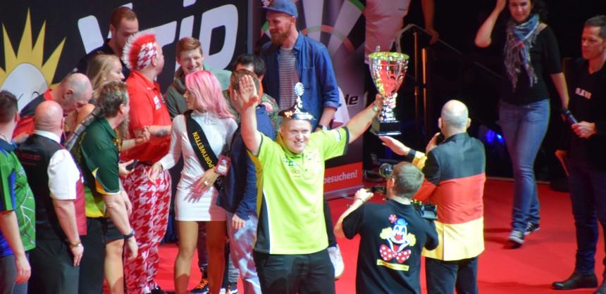 Michael van Gerwen gewinnt Europas größte Darts Exhibition