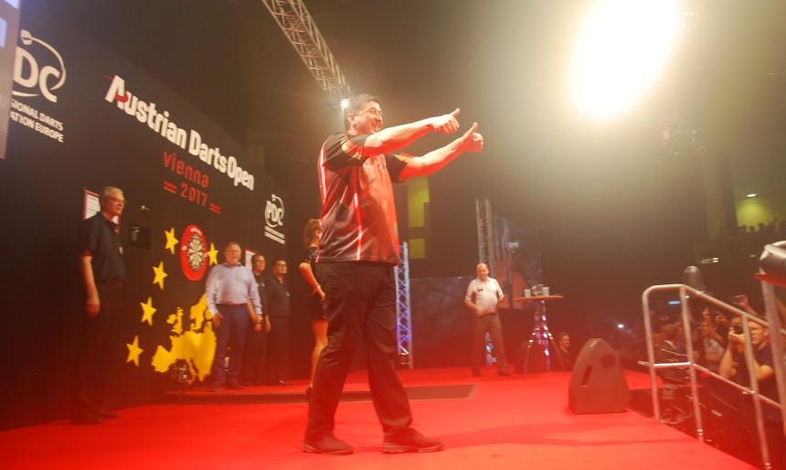 Mensur Suljovic bei den Austrian Darts Open 2017 in Wien