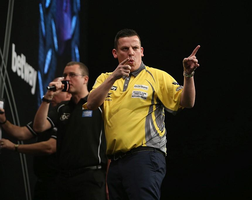 Dave Chisnall bei der Premier League Darts 2017 in Belfast