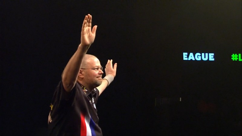 Raymond van Barneveld knüpft an alter Form an - Premier League 2017