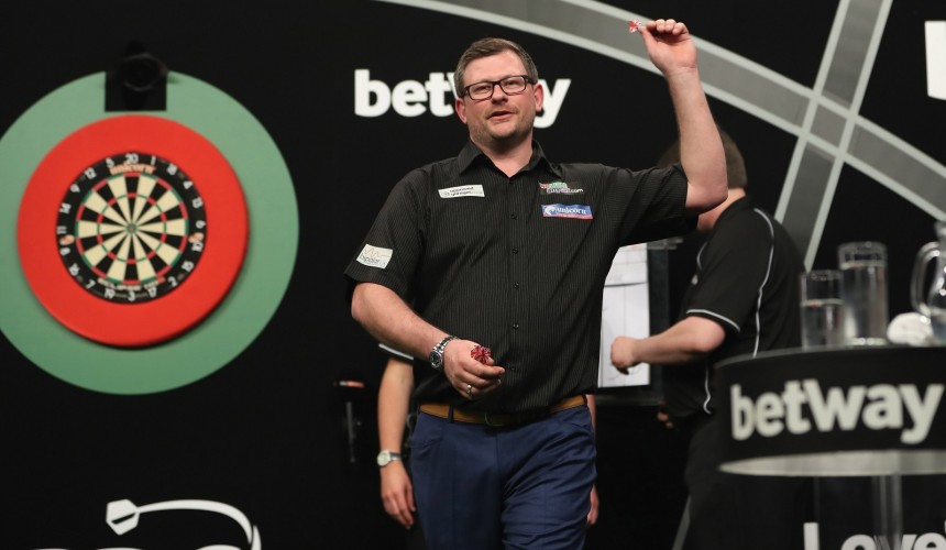 James Wade bei der Premier League Darts 2017 in Liverpool