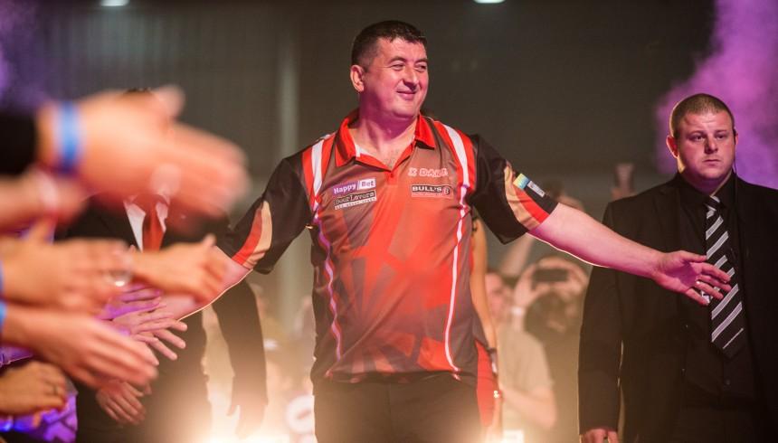 Mensur Suljovic bei den Austrian Darts Open 2018