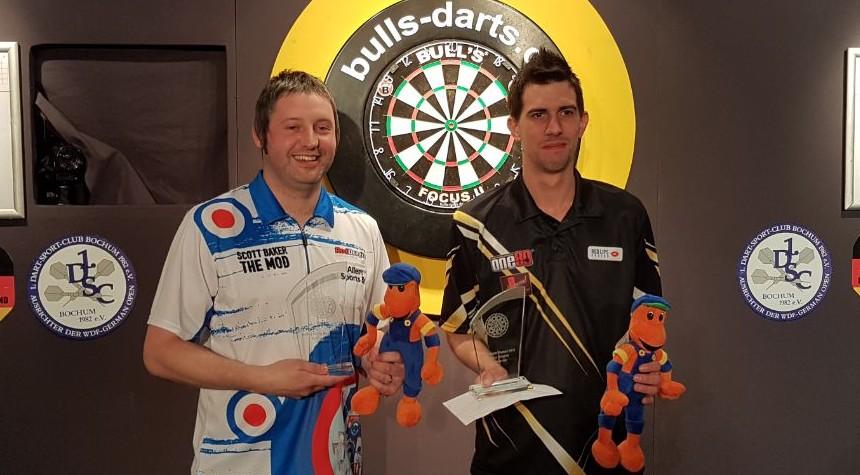 Bull's Darts Masters 2018 Sieger Scott Baker und Runner-Up Michael Unterbuchner