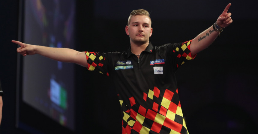 Dimitri van den Bergh wirft einen 9-Darter beim Grand Slam of Darts 2018