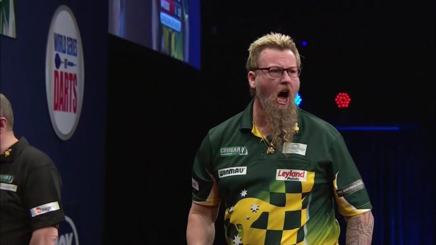 Simon Whitlock nach seinem 170er Finish - Melbourne Darts Masters 2018