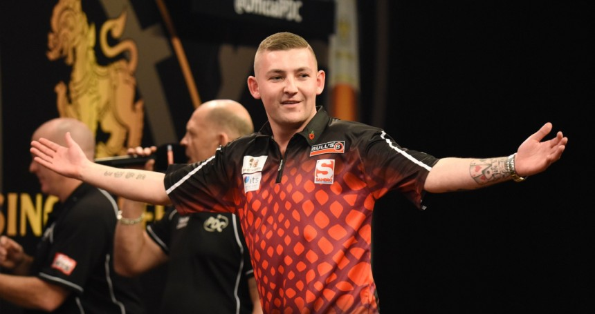 Nathan Aspinall gewinnt die Players Championship 18 in Barnsley