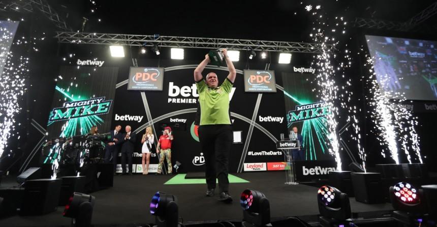 Michael van Gerwen gewann die Premier League Darts im Jahr 2017