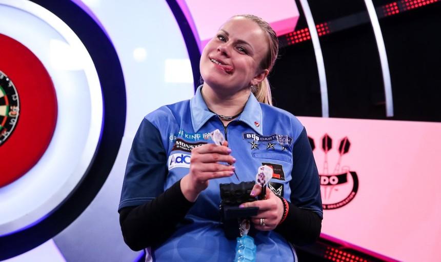 Anastasia Dobromyslova war nach ihrem guten Spiel gut gelaunt - BDO Dart WM 2019 - Viertelfinale