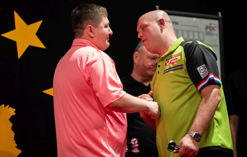 Keegan Brown schlägt Michael van Gerwen