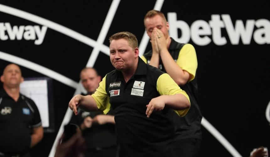 Max Hopp und Martin Schindler mit souveränem Erstrunden Match - World Cup of Darts 2019