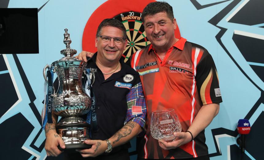Gary Anderson und Mensur Suljovic beim World Matchplay Darts