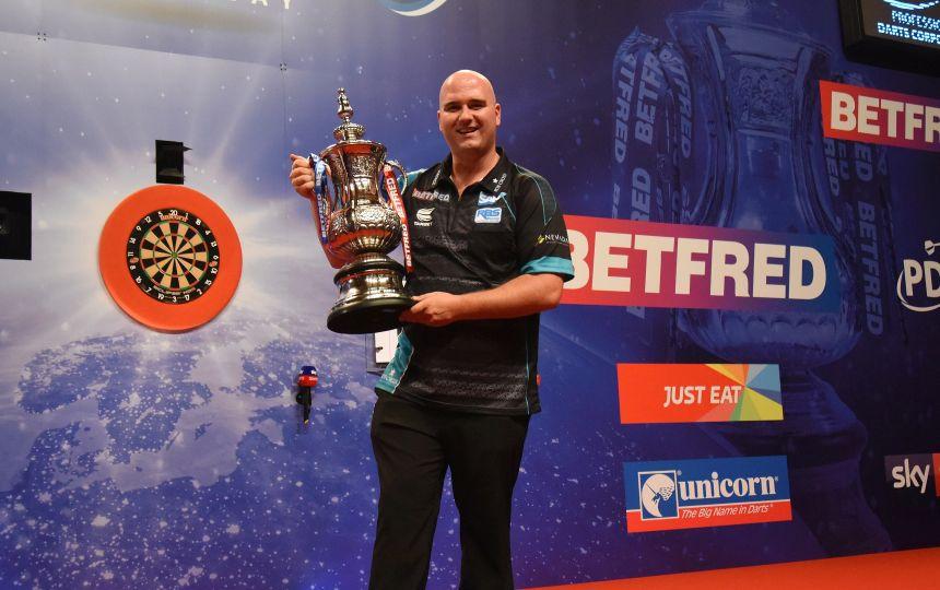 Rob Cross gewann das Turnier im Jahr 2019 vor Zuschauern in Blackpool..