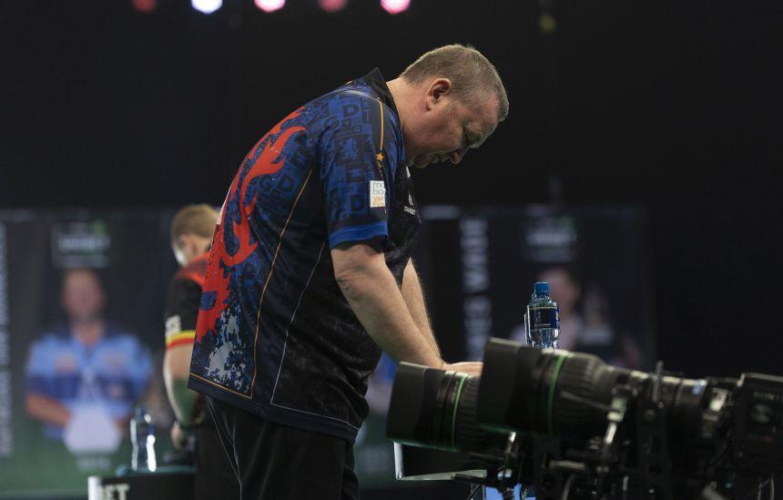 Glen Durrant kassiert einen Whitewash von Dimitri van den Bergh