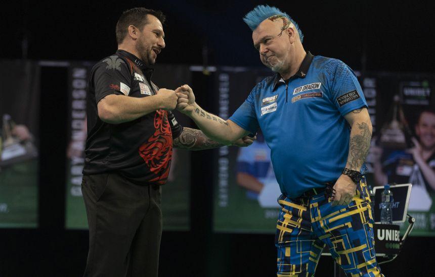 Jonny Clayton und Peter Wright teilen sich die Punkte