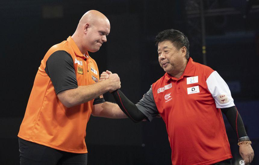Michael van Gerwen bezwingt Paul Lim und Singapur