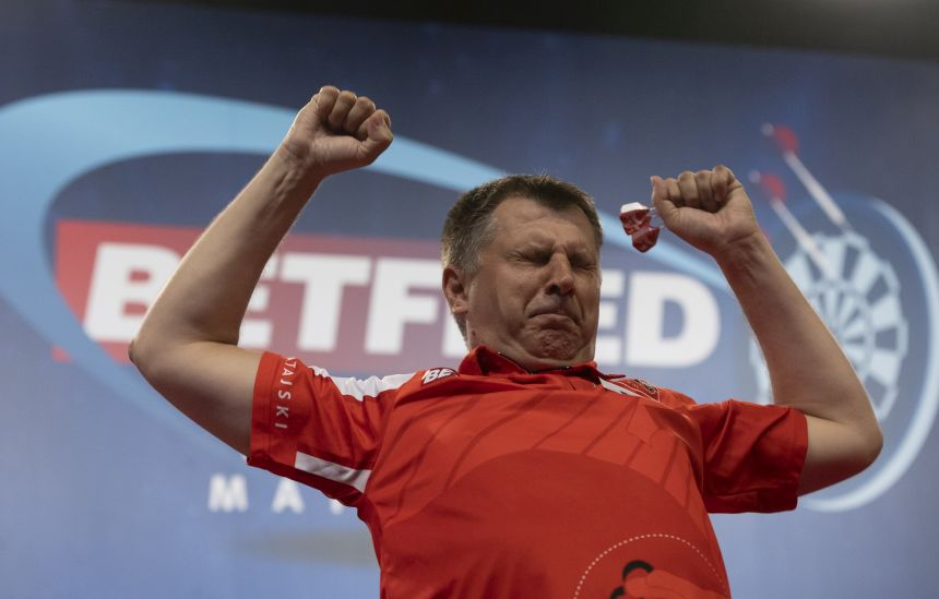 Krzysztof Ratajski feiert den Viertelfinaleinzug