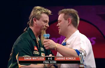 Simon Whitlock und Jarkko Komula nach dem Spiel