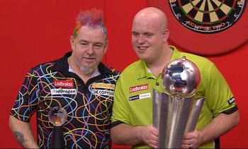 Die beiden Finalisten der PDC Dart WM 2014 Peter Wright und Michael van Gerwen