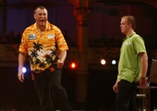 Wayne Mardle kickt van Gerwen aus dem Turnier